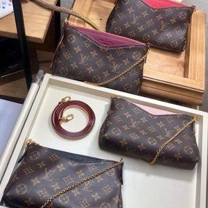 Louis Vuitton pallas pochette
